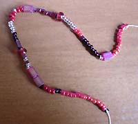 Браслет, виконаний у вільній техніці плетіння