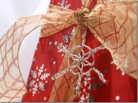 Плетеные бисером снежинки