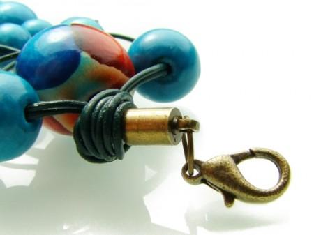 Оригинальный браслет из деревянных бусин
