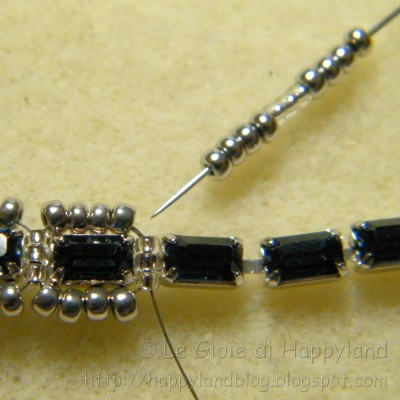 Charming bracelet with rhinestones