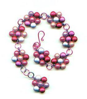 Цветочный браслет из бусин