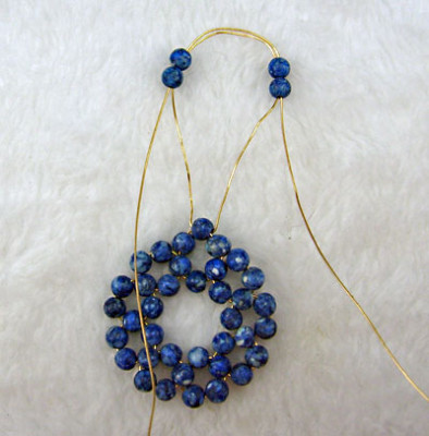 Earrings of round beads