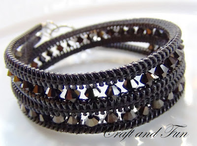 Bracelet from zippers and beads