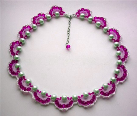 Bead necklace. The weave pattern