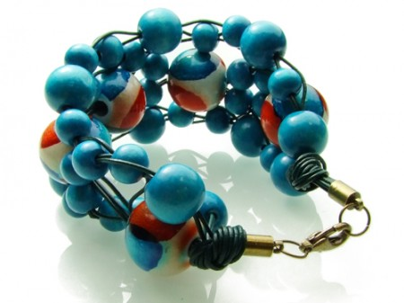 Original bracelet of wooden beads
