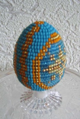 Оплетаем бисером яйцо