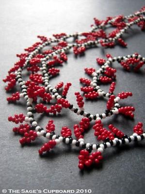 Плетем ожерелье с листочками