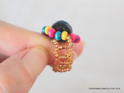 Радужное колечко из бисера
