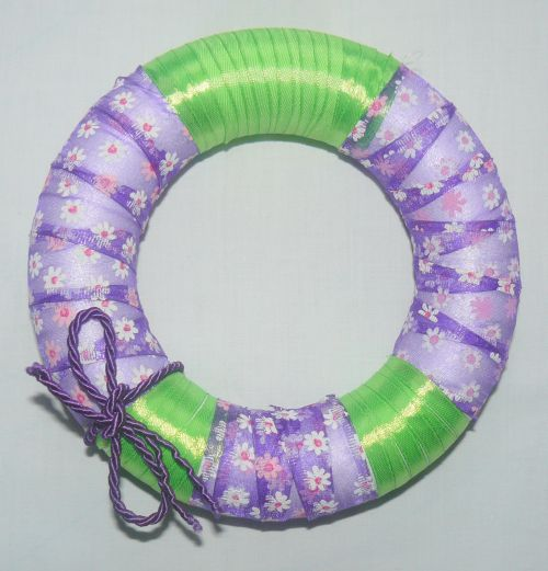How to make an Easter wreath out of ribbon