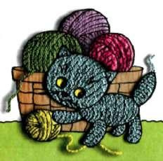 Покажите игрушку котенка Мурзика, который живет у бабушки-рукодельницы и очень любит играть с клубочками пряжи