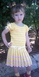 Вязание детям. Ажурное платье с атласными лентами связанное крючком из пряжи Ирис