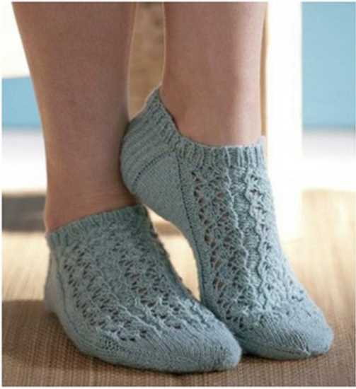 Knitting the lacy summer footlets