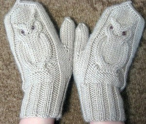 Mittens with owl knitting